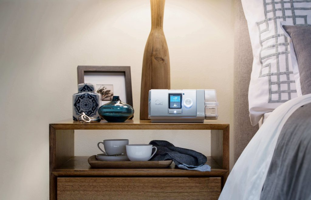 sleep-apnea-aircurve-10-bilevel-aircurve-10v-auto-lifestyle-1024x659